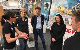 Hessentag 2019_Stand TBG_912_Besuch von Staatssekretärin Ayse Asar_copyright Patricia Vogel